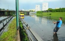 2 metry wody na ulicach Warszawy
