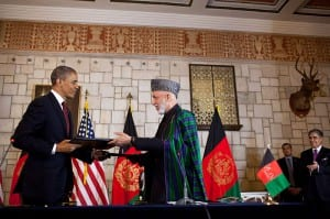 Prezydenci Barack Obama i Hamid Karzaj / Źródło: Wikipedia