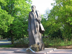 Pomnik Romana Dmowskiego w Warszawie
