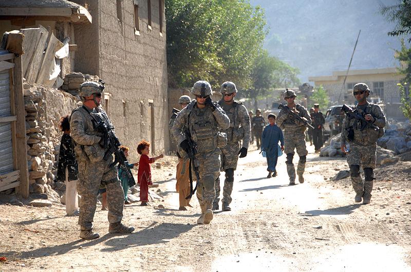 Wojskowi ISAF na patrolu / Źródło: Wikipedia