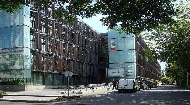 Tak publiczny uniwersytet ratuje