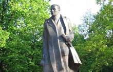 Pomnik Dmowskiego zdewastowany!