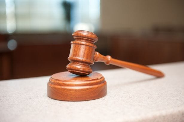 Sędzia ukarany za wydanie wyroku zgodnego z konstytucją