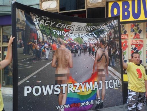 Polacy popierają ustawę przeciwko pedofilii