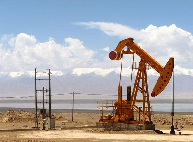 Tanieje ropa w USA. Spadają zapasy surowca