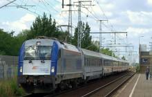 Pasażer pociągu zaatakował potrąconego mężczyznę, maszynistę i funkcjonariuszy policji