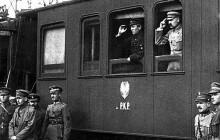 Wystawa na Majdanie w rocznicę wyzwolenia Kijowa. Piłsudski i Petlura w głównej roli