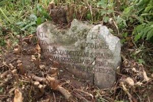 """Jeden z """"odkrytych"""" polskich grobów"""