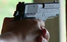 Chciał wymusić większy zasiłek za pomocą plastikowego pistoletu. Grożą mu 3 lata więzienia