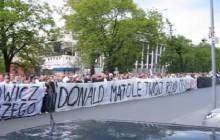 W 2011 roku skazano kibiców za okrzyki przeciwko Tuskowi. Dziś KOD manifestuje w obronie wolności słowa