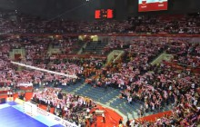 ME: 15 tysięcy osób śpiewa Mazurka Dąbrowskiego a capella [WIDEO]