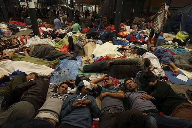 W Polsce mogą powstać obozy kontenerowe dla uchodźców! Szef MSWiA: Trzeba być na to przygotowanym