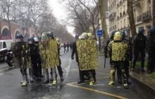 Francuzi wyszli na ulice. Nieczynna Wieża Eiffla [ZDJĘCIA, WIDEO]