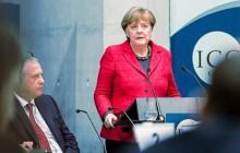 Merkel poucza Polskę o praworządności.
