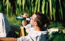 Warszawscy radni zdecydowali. Nad Wisłą alkohol wypijesz legalnie, ale tylko w jednym miejscu