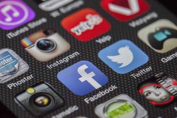 Niemiecki rząd: Nawet 50 mln euro kary za brak usunięcia treści przez portale społecznościowe