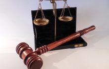 Kuriozalny wyrok – Kobieta poślizgnęła się na frytce i dostanie 40 tys. euro odszkodowania
