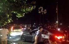 Setki ludzi nocą w Central Parku. Czego szukają? [WIDEO]