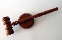 Były działacz SLD i wykładowca akademicki usłyszał 29 zarzutów! Oskarżono go m.in. o gwałt zbiorowy