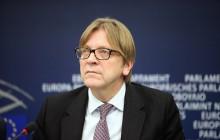 Guy Verhofstadt walczy o polską demokrację.
