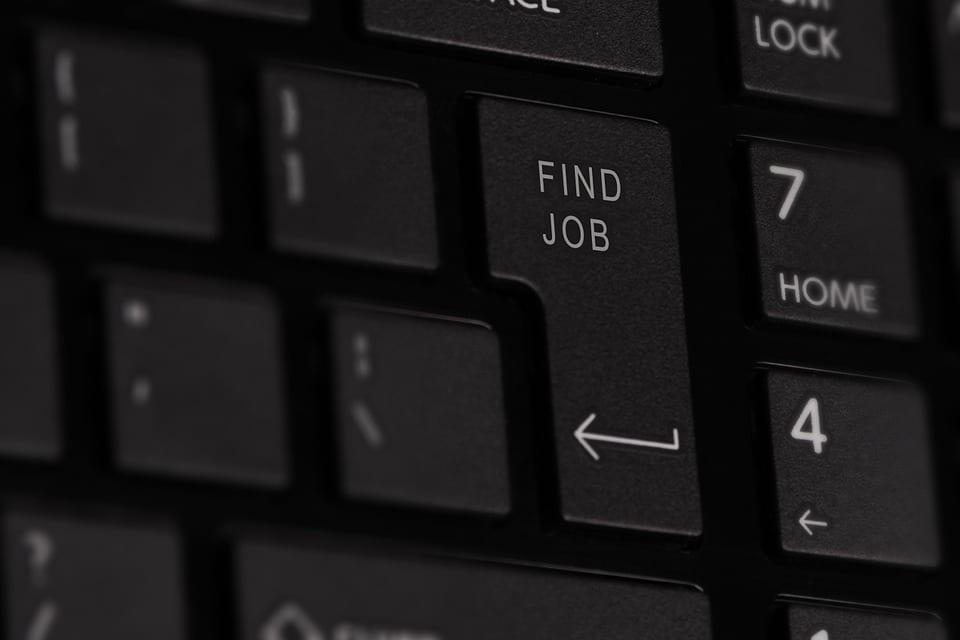 Coraz częściej to pracownicy wybierają pracodawcę. Niskie bezrobocie zmienia proces rekrutacji w firmach