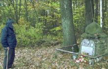 Po 69 latach nadal odwiedza grób kolegi z AK. Wzruszające nagranie z ppłk. Pawełczakiem ps. Morwa [WIDEO]