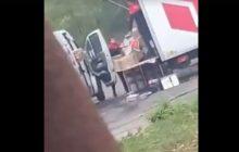 Skandaliczne zachowanie pracowników firmy kurierskiej! Rzucali i kopali przesyłki [WIDEO]