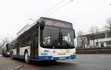 Kierowca autobusu bohaterem. Jednego dnia uratował trzy osoby! [WIDEO]