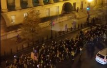 Amerykanie pokonani przez demokrację. Masowe protesty po wyborze Trumpa na prezydenta. Doszło nawet do strzelaniny [WIDEO]