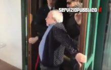 Właściciel hotelu we Włoszech zmuszony do przyjęcia imigrantów. Barykadował drzwi własnym ciałem [WIDEO]