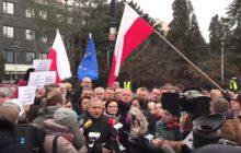 Cyrk w Sejmie potrwa dłużej. Schetyna zapowiada, że opozycja zostaje na sali plenarnej... do wtorku [WIDEO]