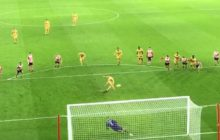 Czy wszyscy są cali? Nikt nie ucierpiał? Kuriozalny rzut karny w meczu angielskiej Premier League! [WIDEO]