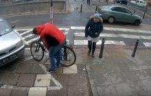 Złodziej kradnie rower w biały dzień, a jak reagują ludzie? Zobacz ciekawy eksperyment społeczny [WIDEO]
