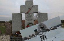 Skandal! Zniszczono pomnik upamiętniający Polaków zamordowanych przez SS Galizien [WIDEO]