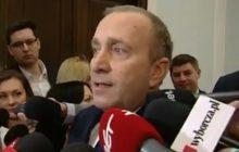 Twórcy programu w TVP Info żartują z Grzegorza Schetyny. Pokazali jego reakcję na wieść o obciążeniu go kosztami ochrony sejmowego protestu [WIDEO]