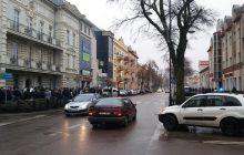 Ełk: 21-letni Polak zabity przez imigrantów. Mieszkańcy wyszli na ulicę i zdemolowali lokal