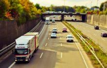 Samochody osobowe emitują 2 razy więcej szkodliwych substancji niż ciężarówki i autobusy