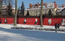 Wyjątkowy mural przy szkole podstawowej w Szczecinku. Sobieski, Dmowski, Pilecki... [FOTO]