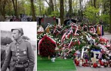 Chociaż został zamordowany 66 lat temu, dopiero przed rokiem odbył się jego pogrzeb. Dziś rocznica śmierci Zygmunta Szendzielarza