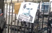 Skandal! Portret Bandery zawieszony na parkanie polskiej ambasady w Kijowie!