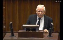 Kaczyński w dwie minuty niszczy opozycję. Nawet Schetyna nie wytrzymał i się zaśmiał! [WIDEO]