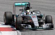 Kierowcy F1 testują bolidy w Barcelonie. Hamilton na razie najlepszy