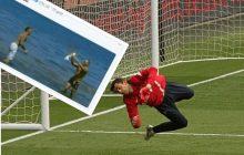 Anglicy śmieją się z nieudanej interwencji Łukasza Fabiańskiego. Polak zaliczył wpadkę w meczu z Chelsea [WIDEO]