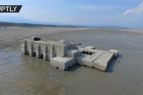 Meksyk: Spadek poziomu wody odsłonił 400-letni kościół! [WIDEO]