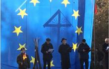 Flaga i hymn UE podczas obchodów bitwy pod Olszynką.