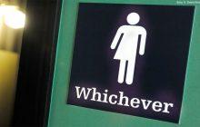 Administracja Trumpa wycofuje transpłciowe oznaczenia w szkolnych toaletach
