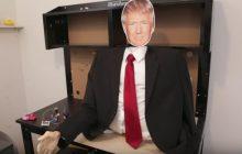 Stworzył robota imitującego... nietypowy uścisk dłoni Trumpa [WIDEO]