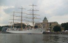 Polski okręt obrzucony kamieniami w Belgii!