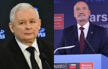 Kaczyński chwali i krytykuje Macierewicza.