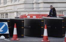 Brytyjczycy wznoszą barykady w centrum Londynu. Mają chronić przed zamachami [WIDEO]